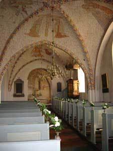 Vue gennem Ballerup kirke